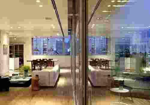 פנטהאוז מרהיב בבניין באוהאוס משופץ מדהים !