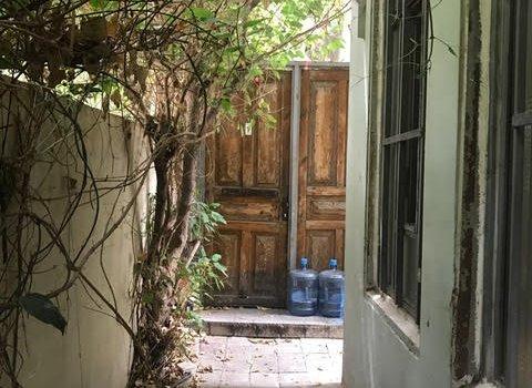 בניין היסטורי , דירת גן מהממת .